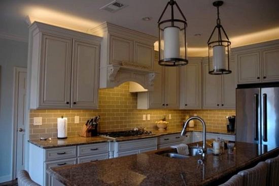 Подсветка кухонной мебели.
