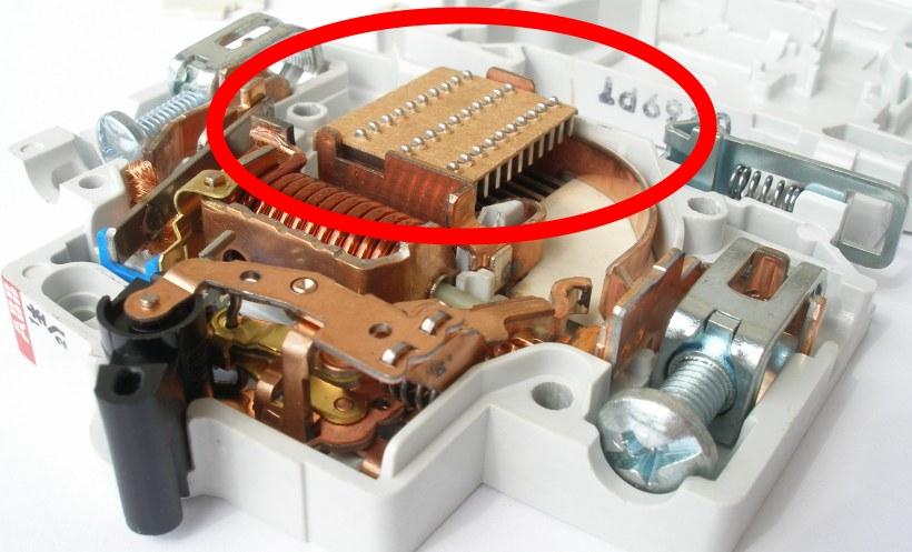 Дугогасительная камера автоматического выключателя