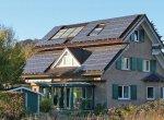 Установка солнечных панелей на скатах крыши