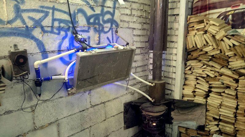 Автомобильный радиатор в качестве источника тепла, соединённый с дровяной печкой
