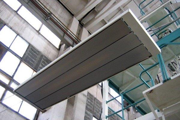 Инфракрасный прибор в производственном цехе