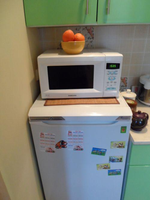 Недопустима установка СВЧ на холодильнике