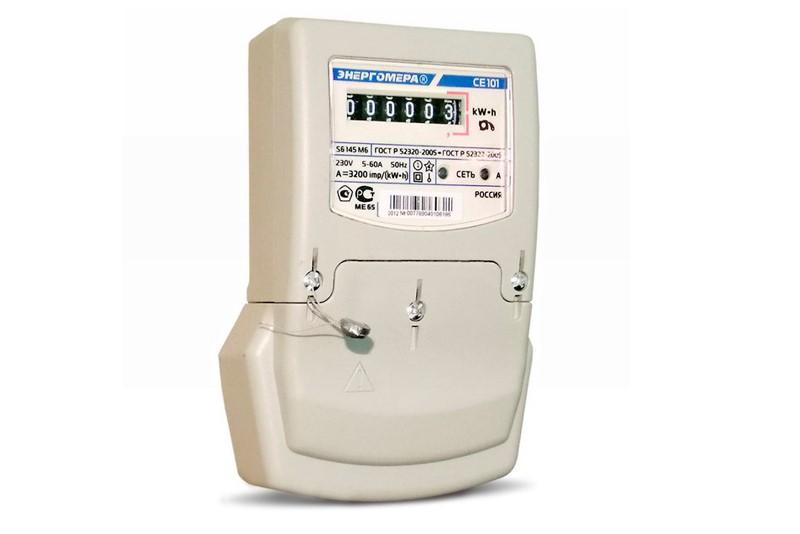 Счетчик электрический производства компании «Энергомера» модели СЕ-101 отличается современным дизайном