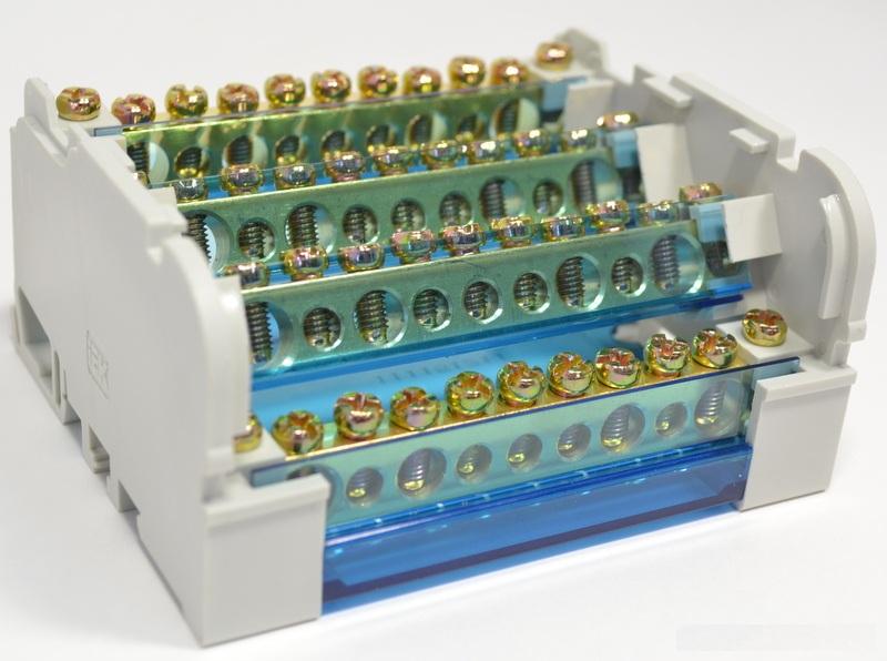 Кросс-модульное устройство состоит из двух частей, размещенных в одном корпусе