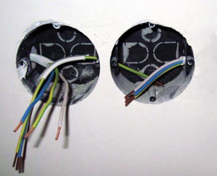Питающий кабель в подрозетнике