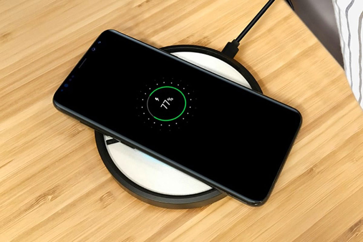 Беспроводные зарядки стали встречаться всё чаще даже в самых простых моделях смартфонов