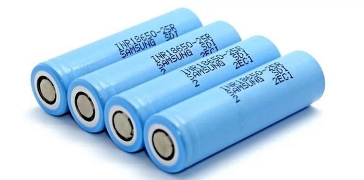 Четыре аккумулятора самсунг