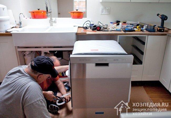 Подключение посудомоечной техники к водопроводу и канализации – непростая задача