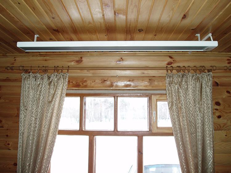 Размещение нагревателя под потолком позволит сохранить свободной полезную площадь помещения