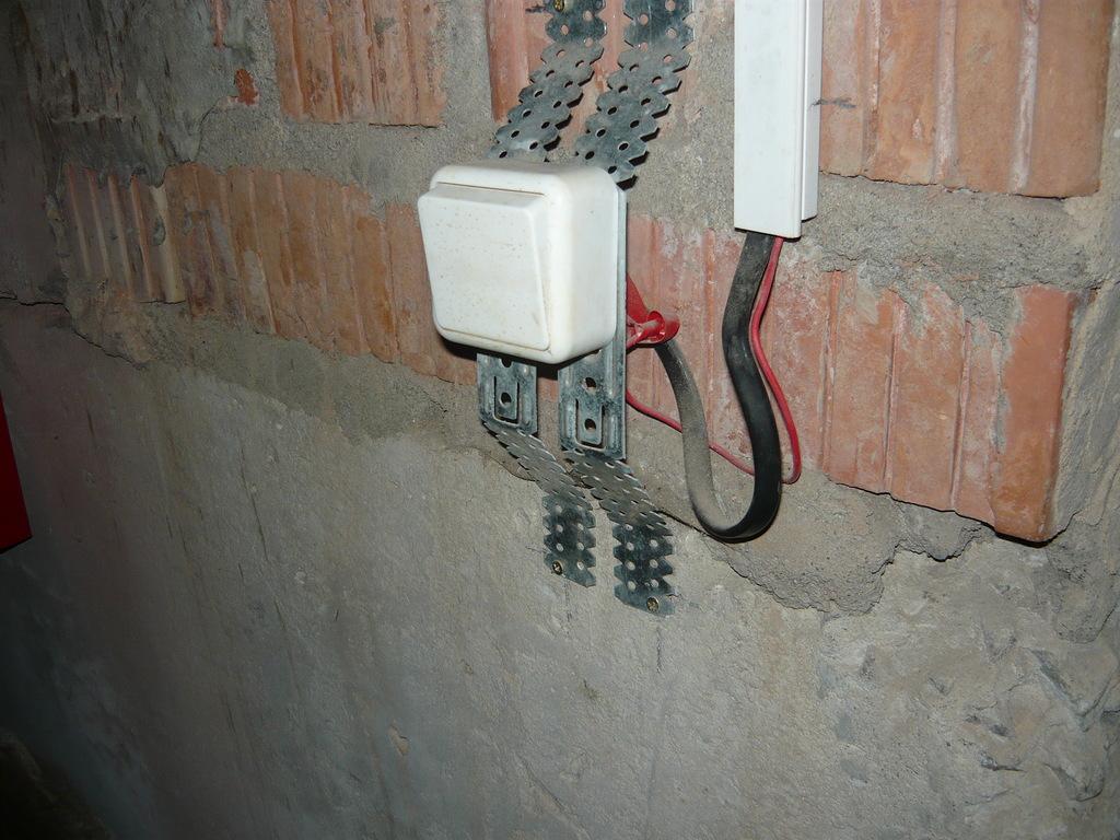 Пример использования кабеля АВВГ при обустройстве проводки в подвале