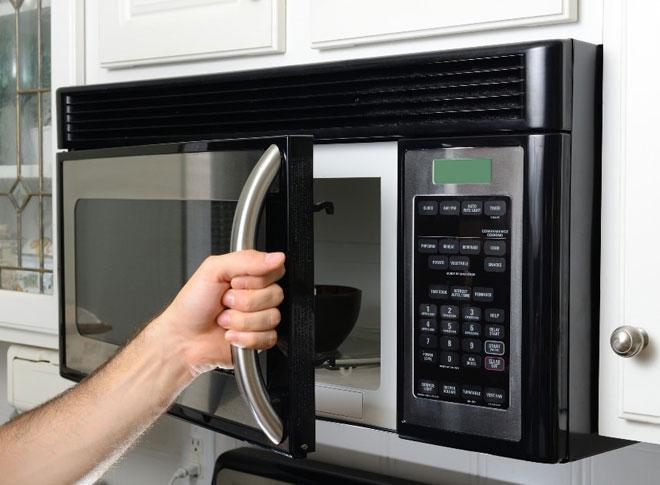 Почему микроволновая печь работает но не греет