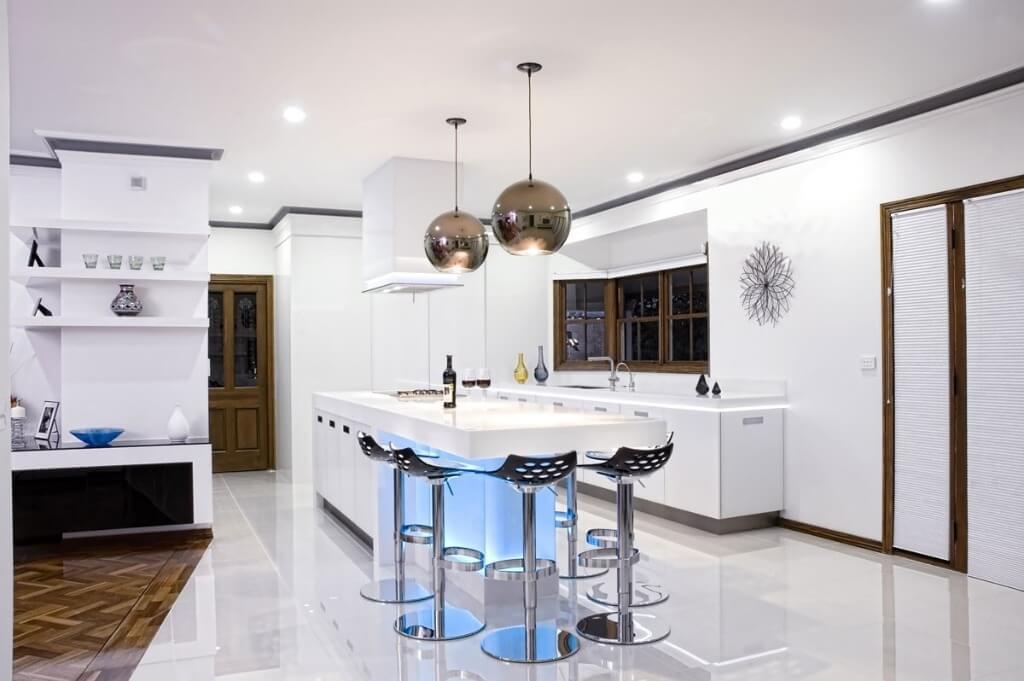 модные люстры для кухни