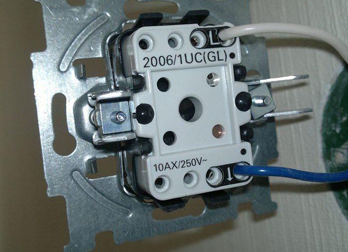Подсоединение одноклавишного выключателя