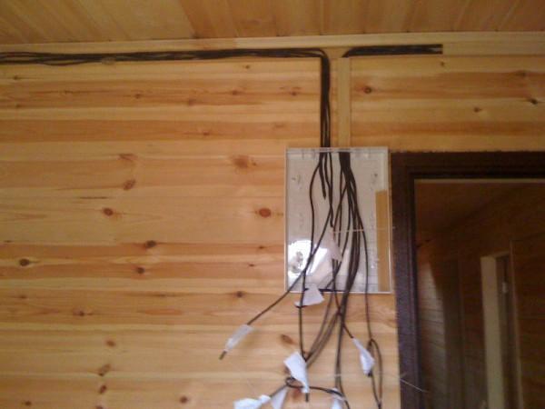 прокладка кабеля в доме из бруса