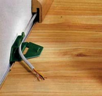 Прокладка провода в плинтусе