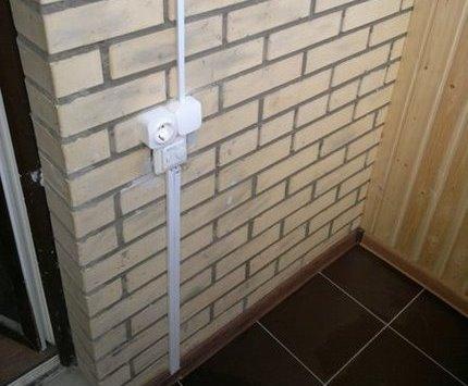 Розетка и выключатель для наружного типа проводки