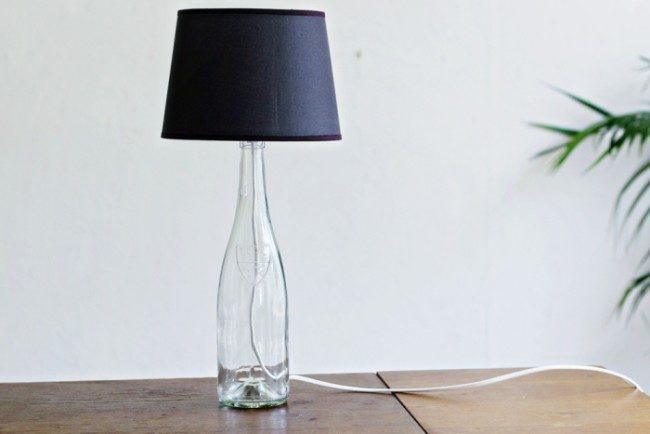 svetilnik-lyustra-iz-butylki-2