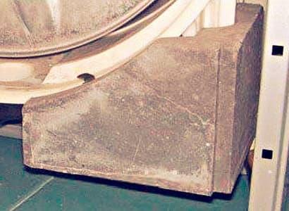 Дополнительный противовес в стиральной машине LG для устранения шума и вбираций