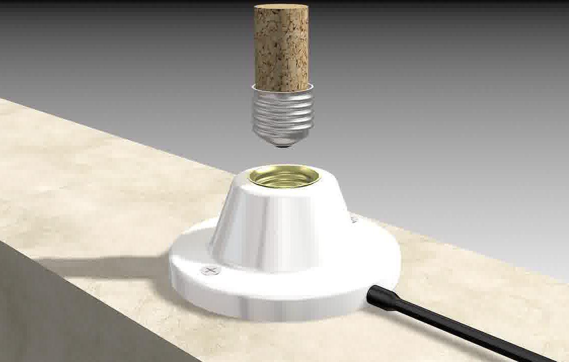 Использование винной пробки для выкручивания разбитой лампочки