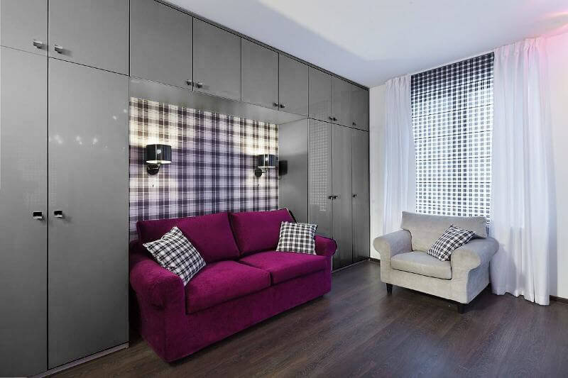 Подсветка над диваном в гостиной