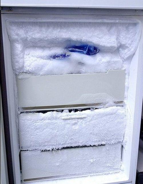 Замороженный холодильник
