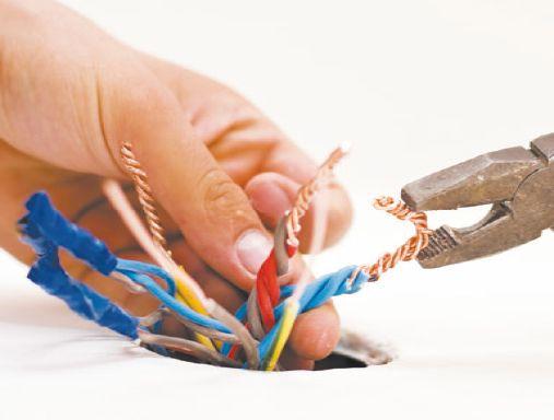 Концы проводов скручиваются вместе и изолируются