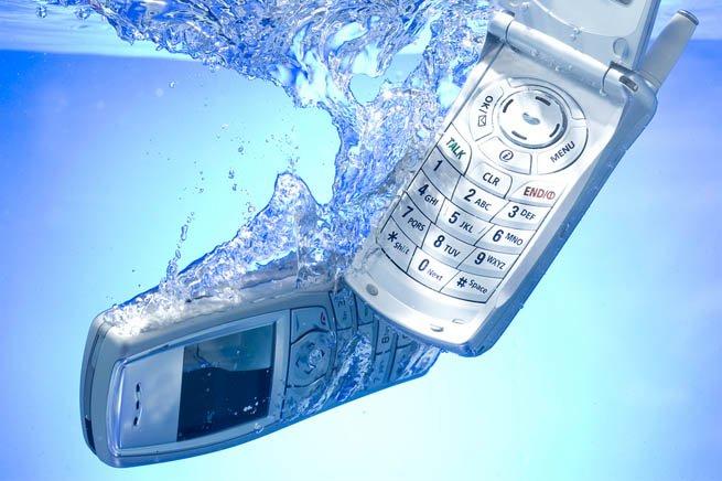 Контакт телефона с водой
