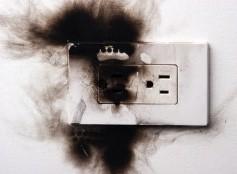 Пахнет проводкой в квартире, что делать