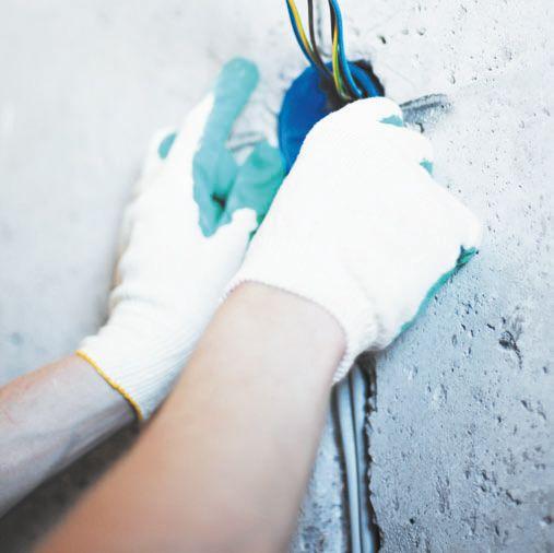 Штроба в бетонной стене