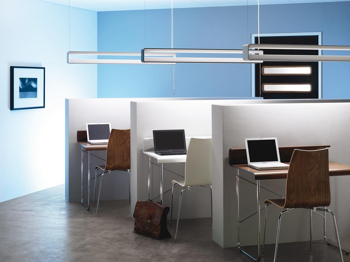 В офисном помещении ни в коем случае не нужно экономить на освещении, поскольку от этого зависит продуктивность работы сотрудников