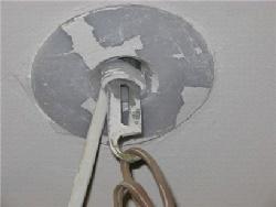 Потолок с крюком для крепления