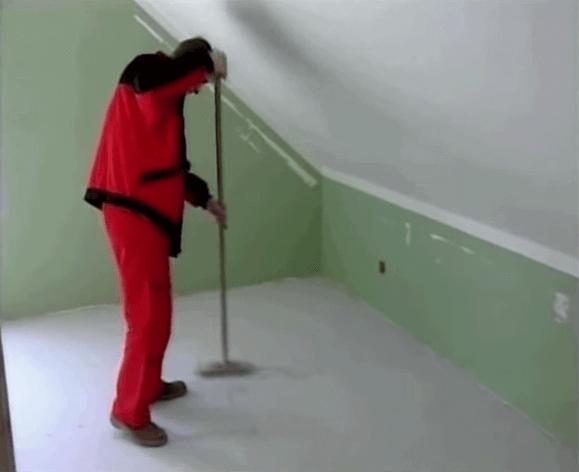 Подготавливаем поверхность перед монтажом теплого пола