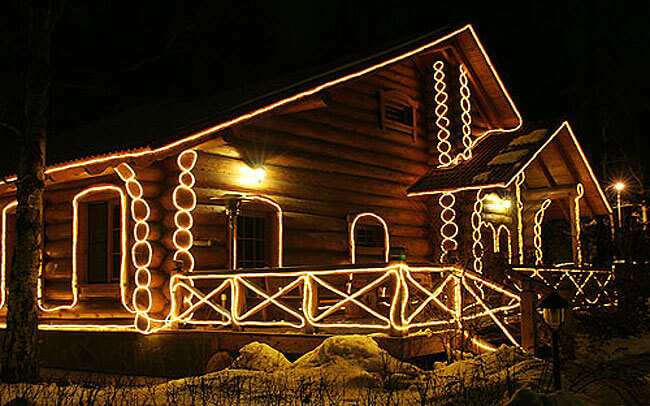 Контурная подсветка дома