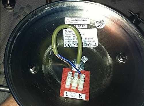 Как подключить люстру, если на ней есть только два провода? К таким же проводам на потолке в произвольном порядке