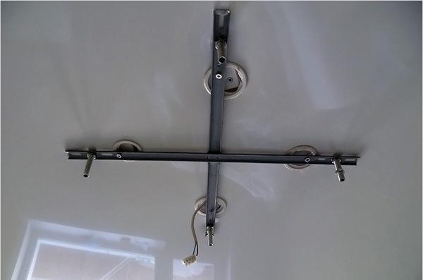 Крепление на крестообразную планку предназначено для массивных люстр, имеющих широкое основание