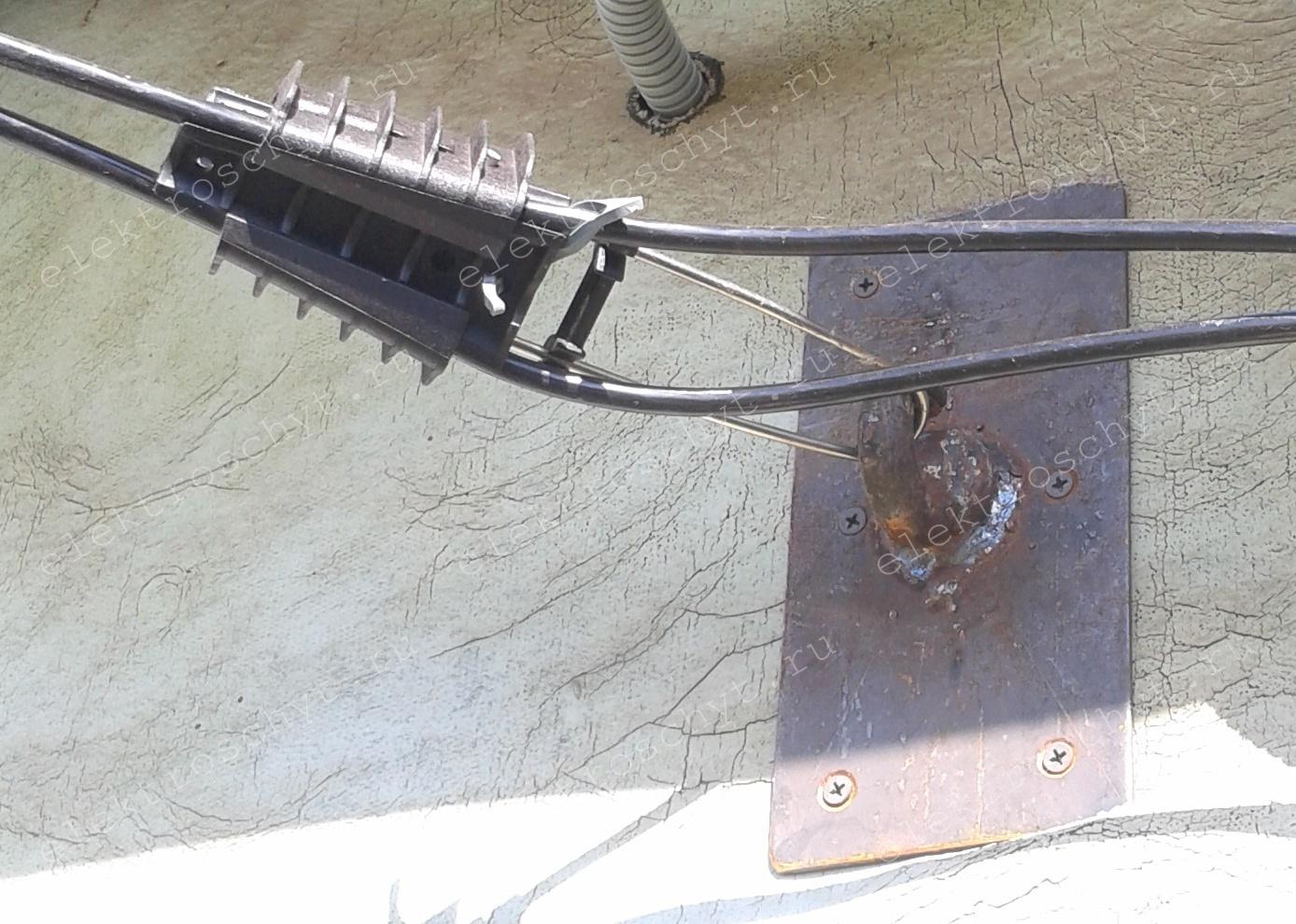 крюк для провода СИП 2х16