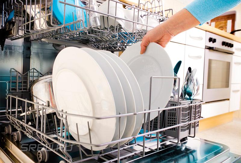 Поддоны с загруженной посудой