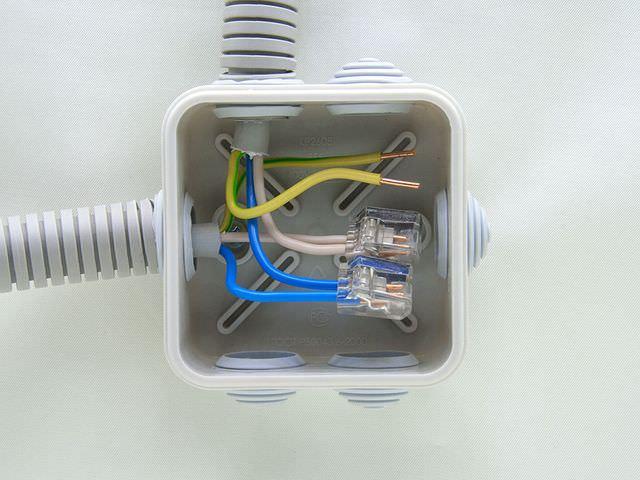 Как правильно установить и подключить электрическую коробку
