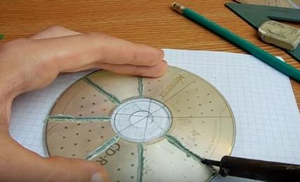 Разрезание диска с помощью паяльника