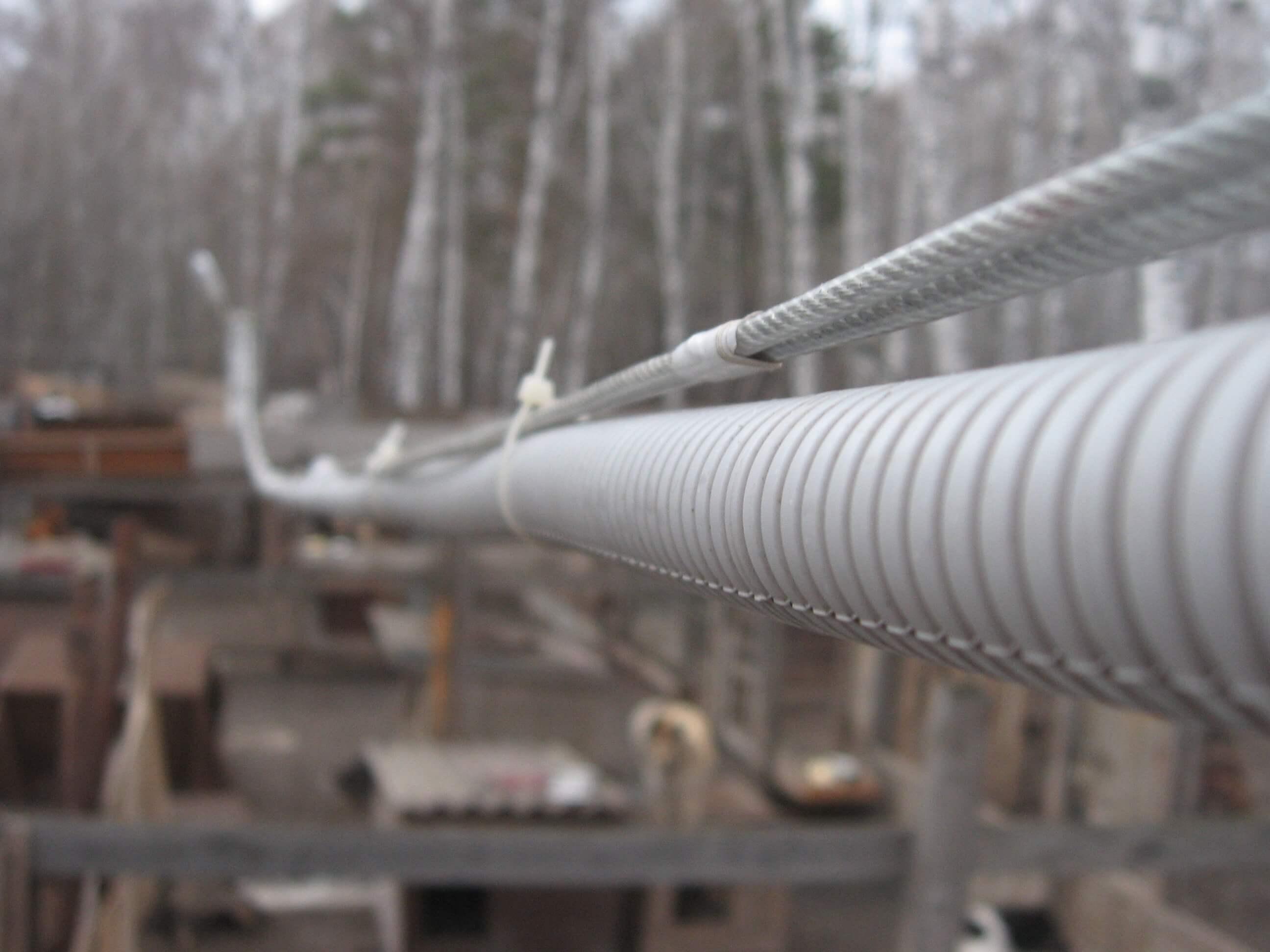 Протяжка кабельной линии в гофре на улице