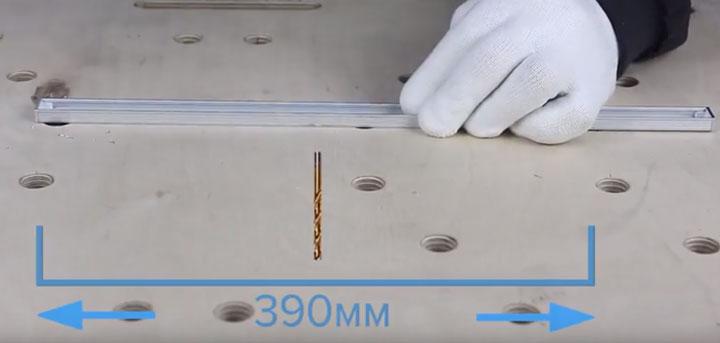 расстояние между отверстиями при монтаже профиля светодиодной ленты