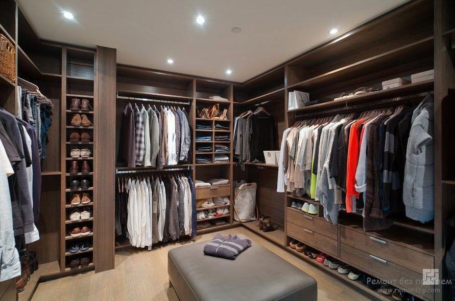 Освещение большой гардеробной комнаты