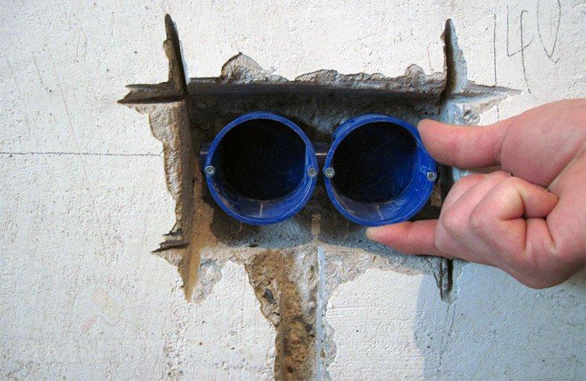 Использование болгарки для установки розеток в бетон