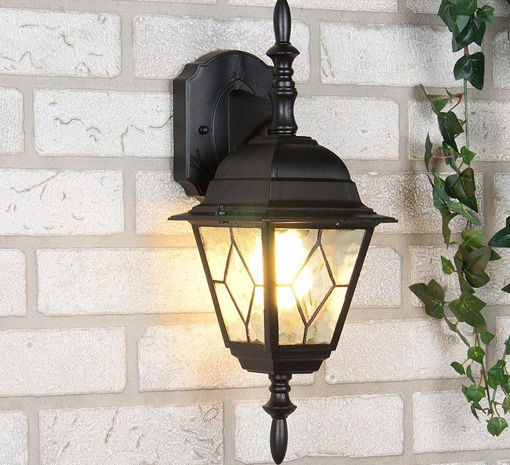 Уличный светильник с лампой накаливания